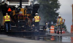 Operating an asphalt paving machine