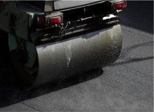 Asphalt paving roller